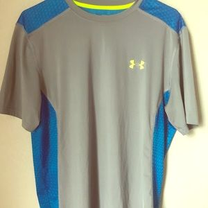 Men's Under Armour fitted size medium heatgear shi